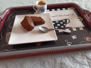 Bizcocho de cacao y queso fresco batido, bajo en calorías