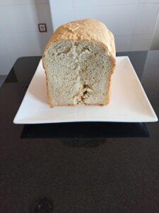 Pan con queso tipo crema y orégano en panificadora Silvercrest, la panificadora del Lidl